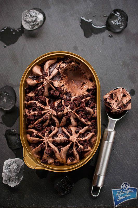 Chocolate crepes with whipping cream and chocolate ice cream/ Czekoladowe naleśniki z bitą śmietaną i lodami czekoladowymi