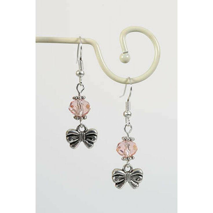 Oorbellen met strikjes en roze facetkraal - http://www.onlinejuwelenkopen.be/roze-oorbellen-met-strikje?search=roze&page=2