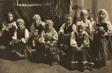 copii-romani-imbracati-in-costume-populare.jpg (448×293)