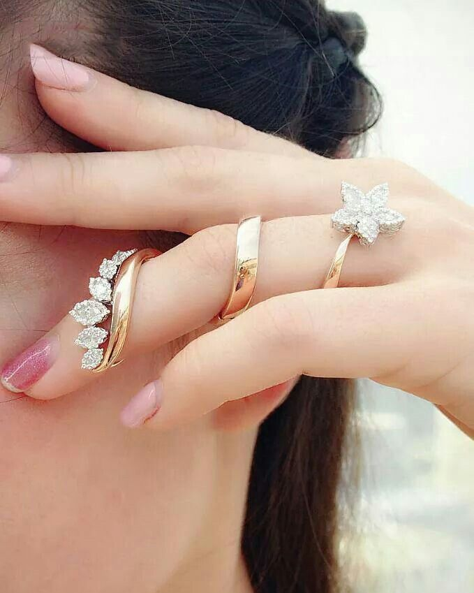 Anillo - no idea how you'd bend your finger, but so pretty!
