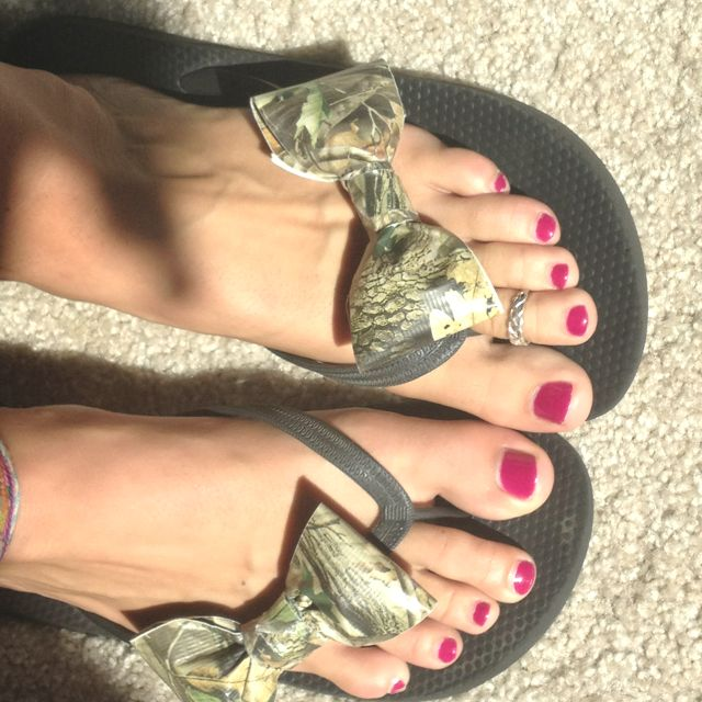 Camo duct tape bows on cheap flip flops...so cute!