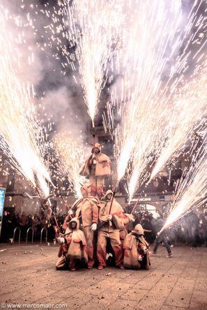 CORREFOCS. Los Correfocs o Ball de Diables es una tradición festiva tradicional de Catalunya donde se conjugan la juerga y el fuego.