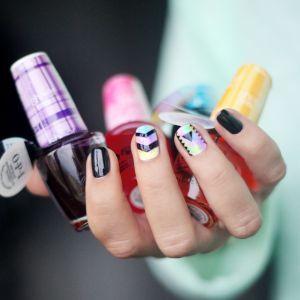 Геометрические рисунки на ногтях, стильный маникюр с геометрическим узором на коротких ногтях