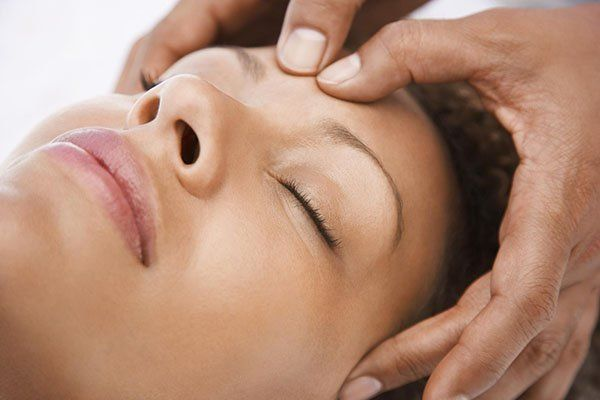 Safe and Natural Solutions For Migraine www.spinecentre.com.au