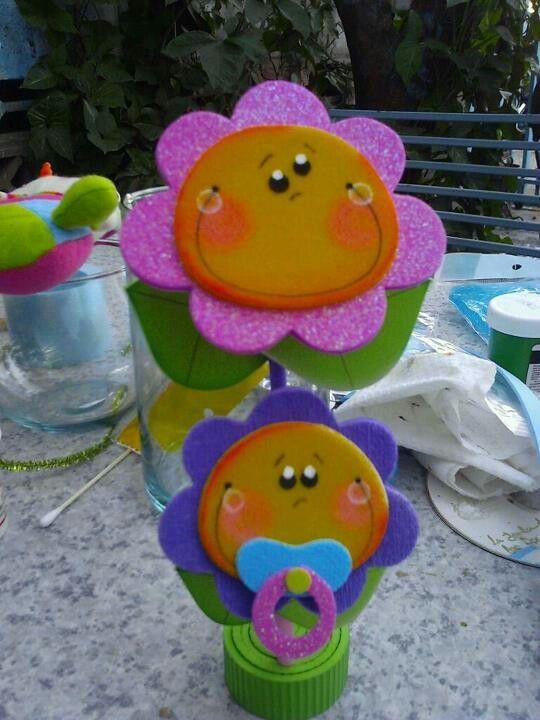 Flores en foamy | centros de mesa infantiles | Pinterest
