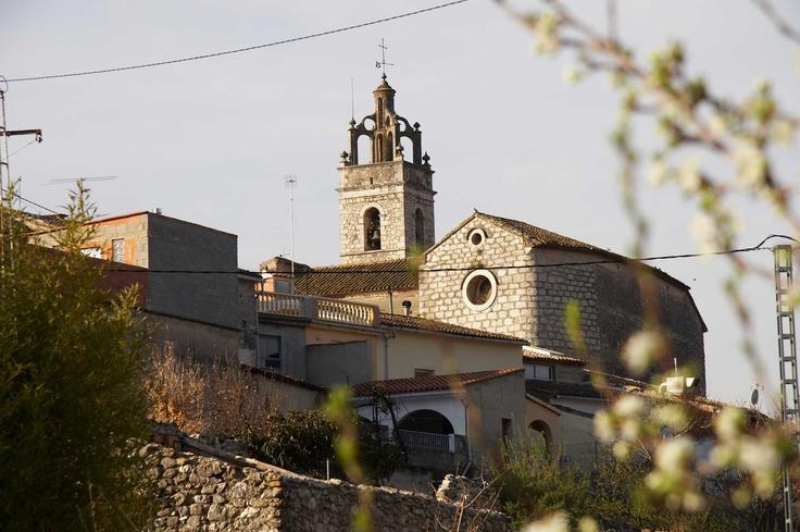Iglesia de San Miguel. De estilo barroco, fue construida en 1623, y alberga una preciosa talla de la Mare de Déu dels Desemparats de la Escuela de Vergara.