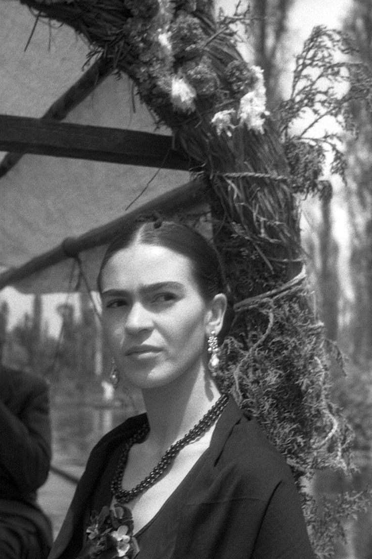 Frida Kahlo: A Life in Photos - HarpersBAZAAR.com