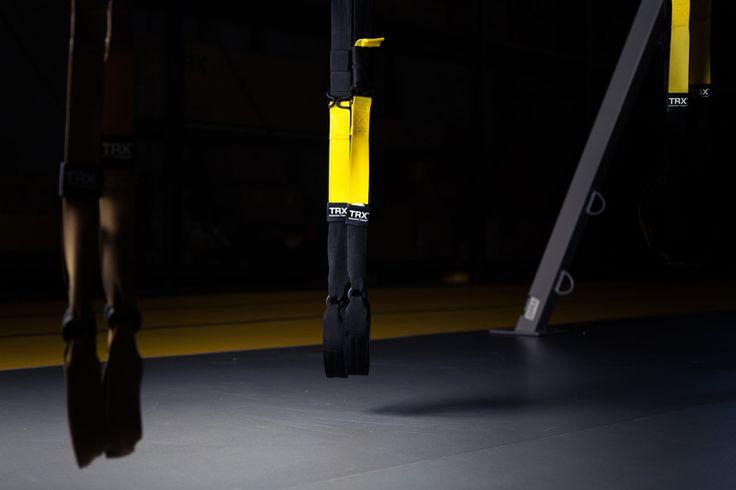 Φωτογραφία του TRX training εξοπλισμού με τη χρήση φορητών φλας.