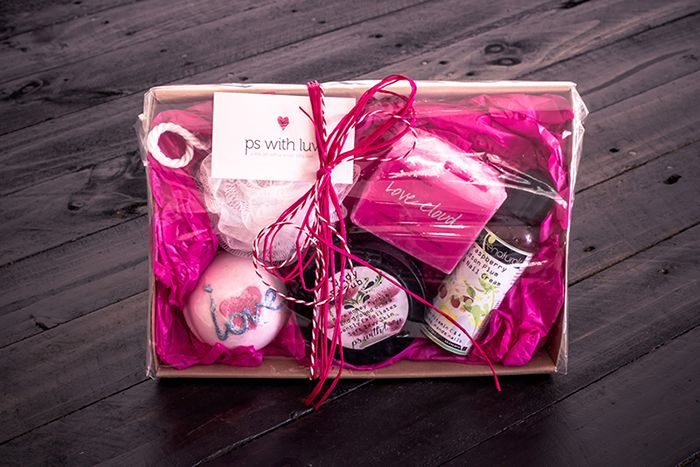 Spoil her with this luxurious Love Bomb pack!