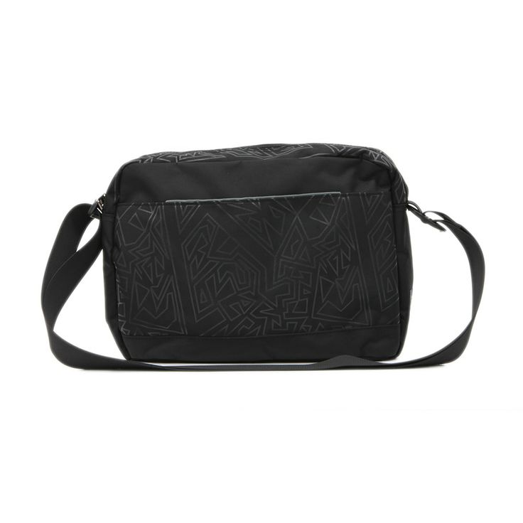 Τσάντα στυλ ταχυδρόμου μεσαίου μεγέθους.Σε μαύρο χρώμα με δύο μεγάλες θήκες και εσωτερικές τσέπες.
