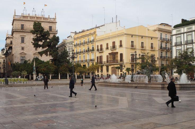 Plaza de la Virgen - widok na fontannę