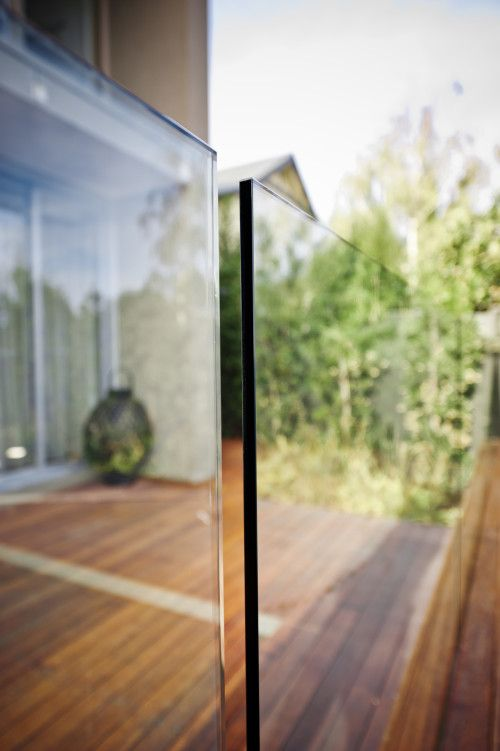 Standard 50mm gap- frameless pool fence close up