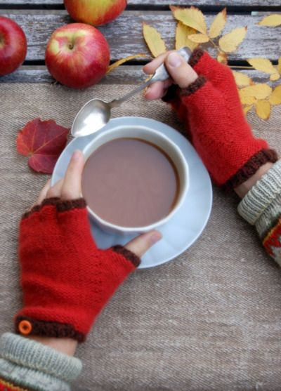 Whit's Knits: Cashmere Fingerless Gloves (via Whit's Knits: Cashmere FingerlessGloves - Cashmere Fingerless Gloves - the purl bee  )Apples Cider, Fingerless Gloves, Autumn, Crafts Pattern, Hands Warmers, Hot Drinks, Hot Chocolates, Cashmere, Purl Bee