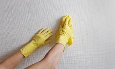 Come pulire le pareti   Macchie, segni dei termosifoni e nicotina: come pulire le pareti? I consigli di Titty & Flavia vi aiuteranno in questa impresa.
