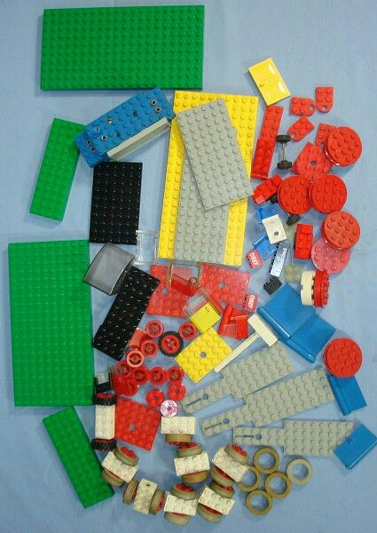Assorted vintage Lego pieces