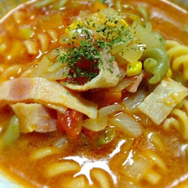 ある日の晩ごはん。 マカロニinで食べるスープ♪ 前日のロールキャベツのスープの残りで^^; - 25件のもぐもぐ - ミネストローネ風トマトスープ★ by RIE5839