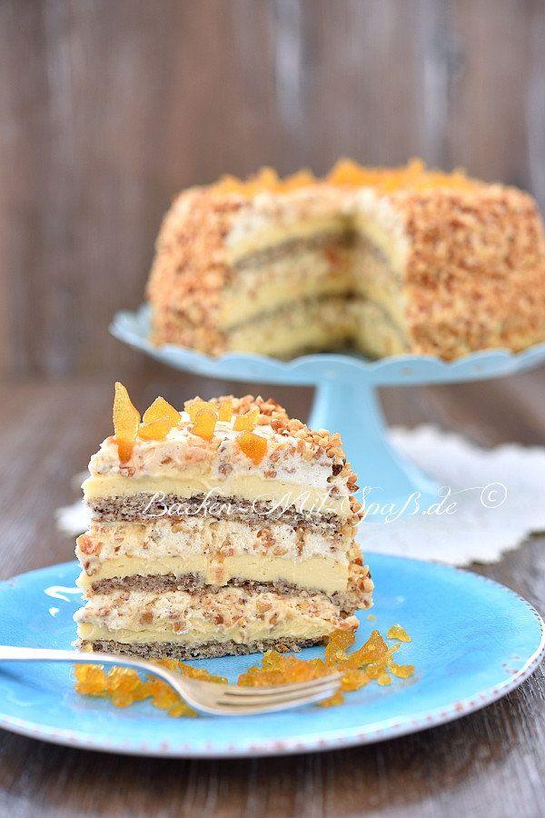 Eine wunderbare Torte. Eine der leckersten Torten, die ich jemals gebacken habe. Die Torte besteht aus 3 dünnen Nuss- Baiser- Böden, Butter- Puddingcreme und geschlagene Sahne mit Nüssen und Karamellstückchen. Ägyptische Torte schmeckt köstlich und sieht sehr festlich und raffiniert aus.