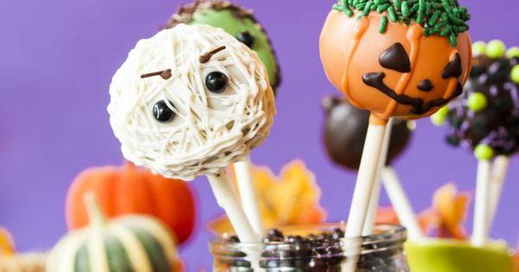 Los 20 dulces de Halloween más populares. Halloween es un día dedicado a los dulces. ¿Pero cuáles son las comidas más populares que se comen el 31 de octubre? Revisamos la información, analizamos millones de entradas sobre comida que estaban en la base de datos de Livestrong MyPlate, e hicimos una lista con las mejores 20 comidas que consumen los ...
