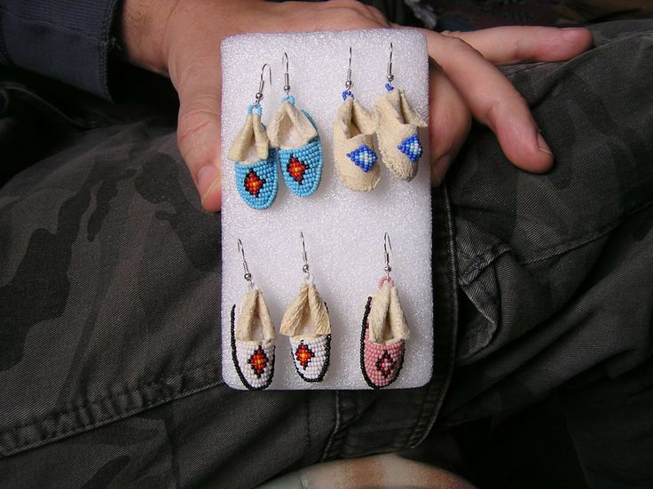 Mocassin earrings beaded on brain tanned deerhide with size 13 seed beads