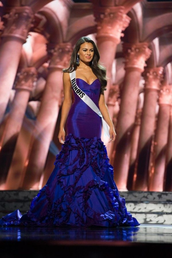 Miss Illinois Dress at the Miss USA 2016 pageant during Preliminaries.   Want to see more pageant dresses? See Miss USA 2016 Dresses from Preliminaries | http://thepageantplanet.com/miss-usa-2016-dresses-from-preliminaries/