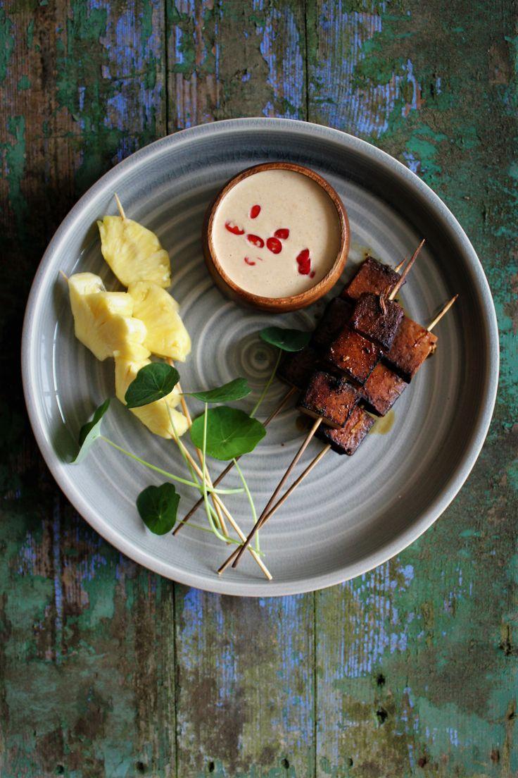 Tofu spyd med ananas og jordnøddesauce