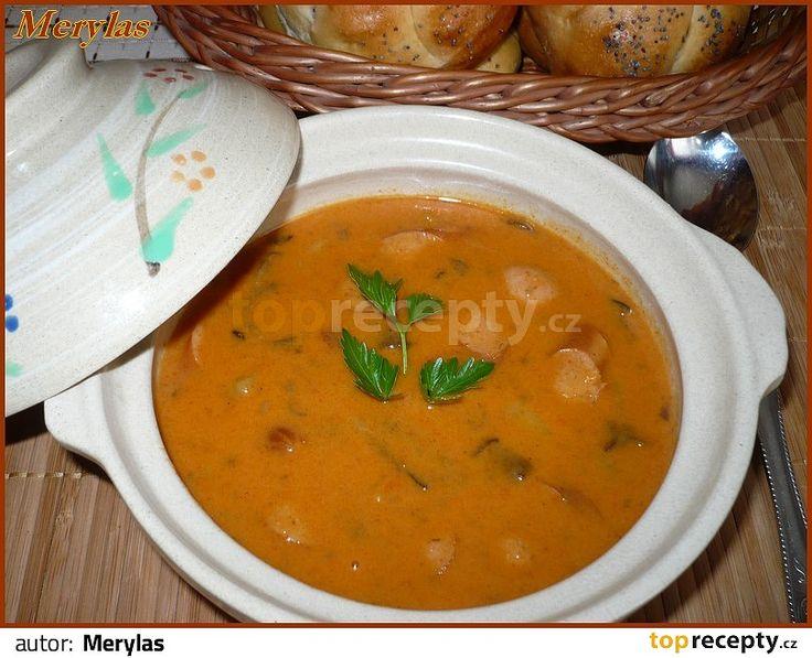 smetanový bramborový guláš s houbami(párky,mléko,smetana)