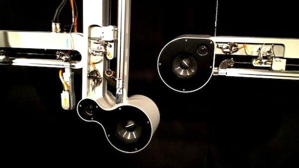 Tin, tan, ton, tan, tin, tan. Tin tan ton tan tin tan. En los bajos oscuros del Sonar de día, un conjunto de robots musicales reproducieron sonido de forma metódica y mecánica durante la duración del festival. Sus formas alargadas compuesta de motores, cuerdas y altavoces colgadas de la pared hipnotizaron a muchos de los […]