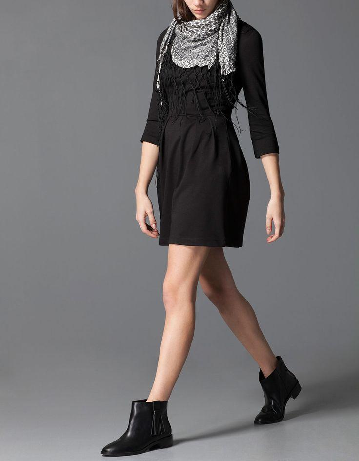 Kloszowana sukienka z suwakiem na plecach