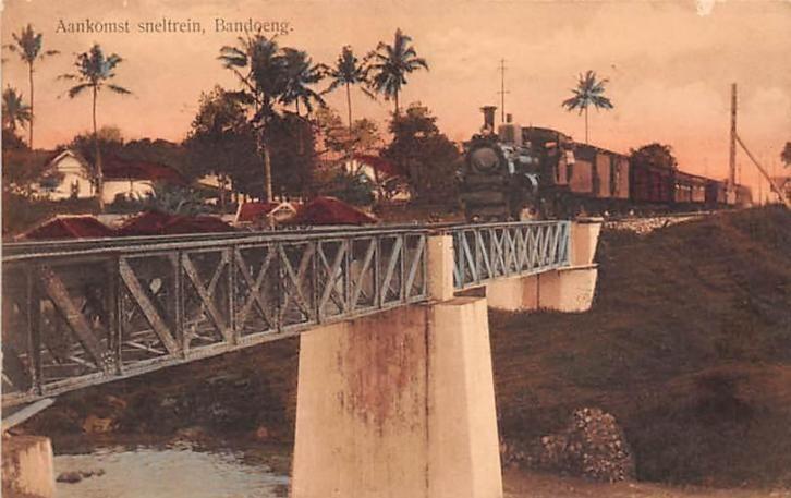Exprestrain approaching Bandoeng station