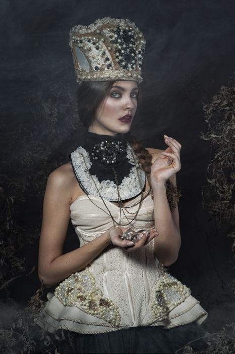Photographer: Aneta Kowalczyk & Kacper Lipinski (KIALI) - Hellwoman&Kiali Hair/Makeup: Magda Kowal Model: Dominika Walo
