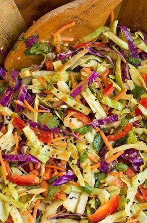 ensaladas de verano frescas con verduras, pimiento