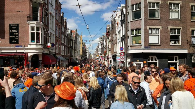 Kingsday (27-04-2015) in Utrechtsestraat by AT5 https://twitter.com/AT5/status/592694206478573568