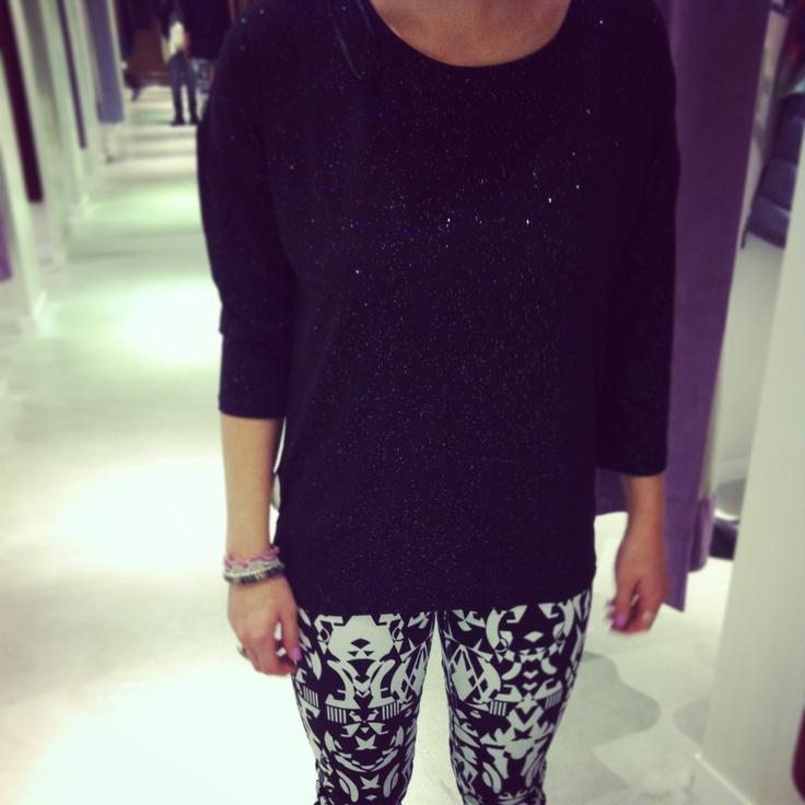 Completo H: pantalone fantasia + maglia trequarti con brillantini
