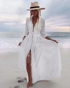 Idée et inspiration look d'été tendance 2017   Image   Description   Longue robe hippie blanche boutonnee devant brodure anglaise