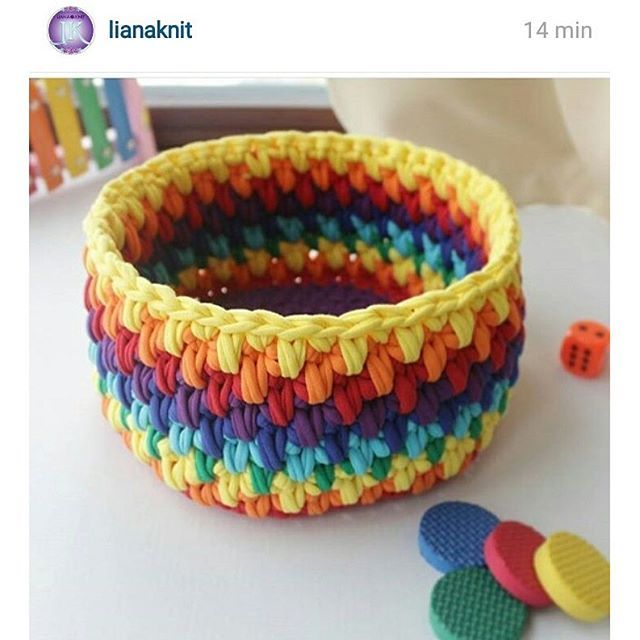 Bom dia cheio de coŕes! Ótima sexta para todos! #croche #crochet #cesto #fiodemalha #totora #artesanato #basket #bomdia #goodmorning