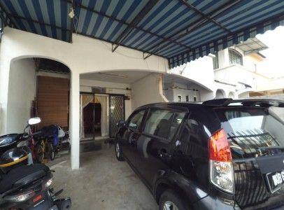 2-sty terrace at Taman Sri Gombak - Listing CODE : H415A RUMAH TERES 2 TINGKAT UNTUK DIJUAL FOR SALE, TAMAN SERI GOMBAK, BATU CAVES LAND AREA: 840 sqft; FREEHOLD; BUMI LOT ASKING PRICE: RM415,000 (NEGO) – 3 bilik, 2 bilik air – extension dapur (5 kaki) – beranda di belakang untuk sidai kain – beranda depan diubahsuai untuk membesarkan bilik tidur utama – full awning utk parking kereta Kemudahan sediada: – Giant Batu Caves – Sekolah &