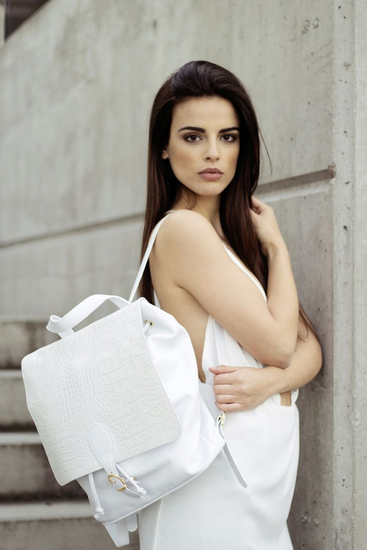 LEATHER BACKPACK Mochila de piel española en color blanco. SS15 THE CODE COLLECTION #thecode #bolsosdepiel #spanishbags #mochiladepiel #trendybags