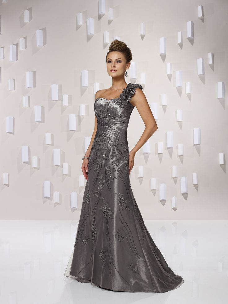 Beautiful wedding dress I just love such dresses