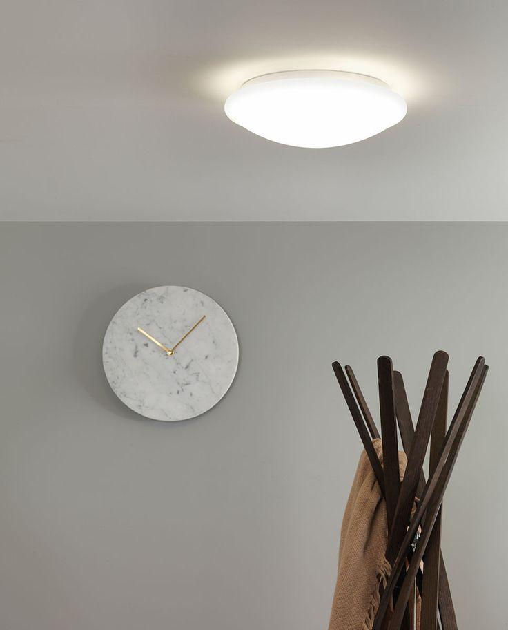 Massa 350 er en enkel taklampe med integrert LED til baderommet fra Astro Lighting. Lampen består av en opal skjerm i akryl med rund form og et takfeste i krom. Massa 350 vil gi deg optimal grunnbelysning og er et strømsparende valg i høy kvalitet.