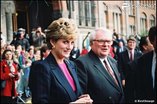 "15 nov 1992 Paris. The original comment said ""Pierre Mauroy et Lady Diana le 2 mai 1993""  which I think is incorrect"