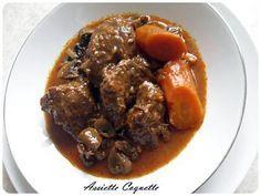 La meilleure recette de Boeuf Bourguignon (sans vin)! L'essayer, c'est l'adopter! 4.8/5 (56 votes), 118 Commentaires. Ingrédients: 1kg de bœuf 4 carottes 2 oignons 1 barquette de champignons de paris 3 gousses d'ail 4 cs de farine 2 cs de concentré de tomate 1 sucre Sel, poivre Thym, laurier, herbes de provence Huile d'olive