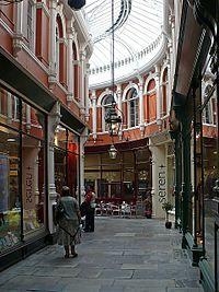 Cardiff - Una de las galerías victorianas del centro de Cardiff.