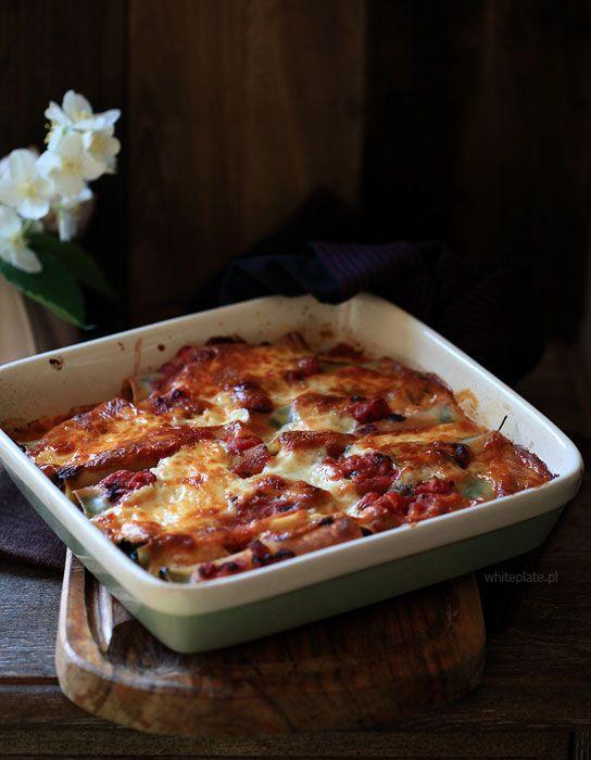 Cannelloni ze szpinakiem, pieczarkami i sosem pomidorowym – White Plate