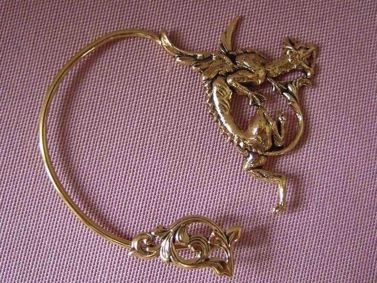 Dans les traditions celtiques, le dragon représente la force sauvage de la nature. On le retrouve dans le nom de la célèbre lignée royale de Bretagne de Pendragon, signifiant littéralement