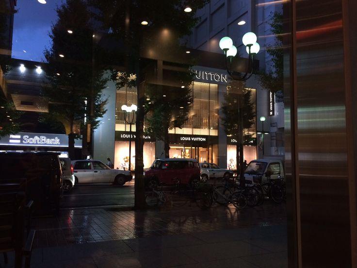 また雨が降ってきたよ。寒いね。