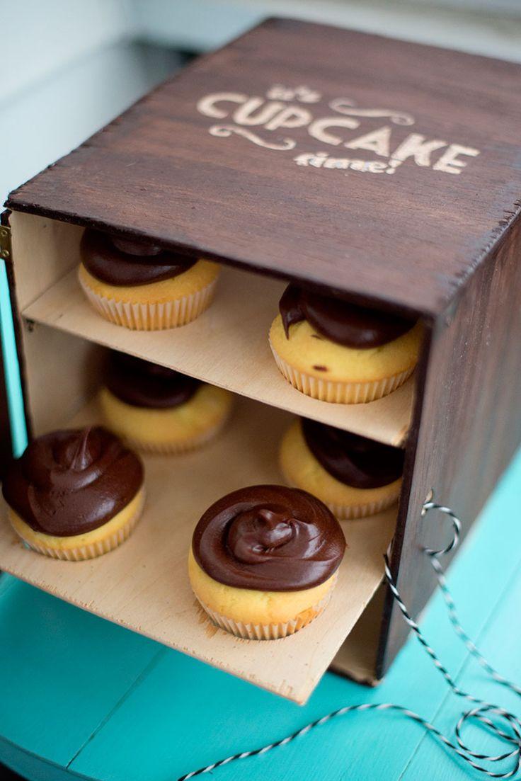 Make your own cupcake box! Free tutorial