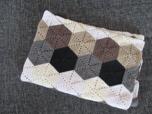 Hexagon-Decke / hexagon blanket - Häkeln macht glücklich // Crochet addict with no wish to stop