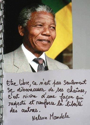 """""""Être libre, ce n'est pas seulement se débarrasser de ses chaînes ; c'est vivre d'une façon qui respecte et renforce la liberté des autres."""" de Nelson Mandela"""