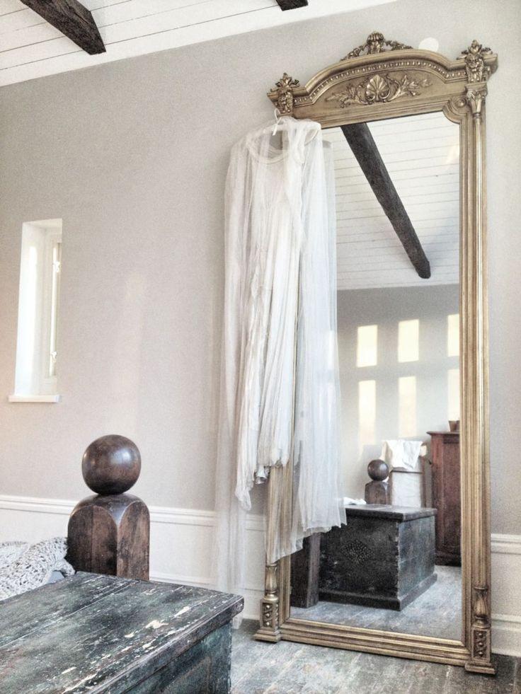 Une Chambre à Lu0027esprit Romantique. Floor MirrorsBedroom ...