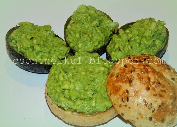 A guacamole azték eredetű, avokádóból  készült pikáns étel.   A mexikói konyha mindennapos fogása,   de egész  Amerikában és a világ több r...